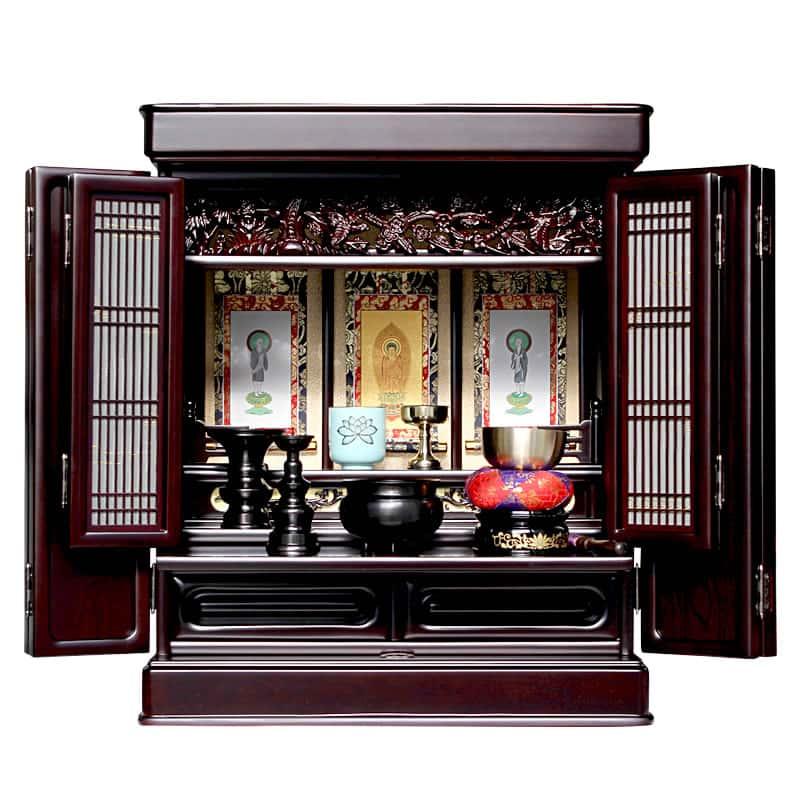 実際に仏壇に掛け軸を祀った写真